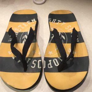 Women's yellownavy Aeropostale flip flops 6/7